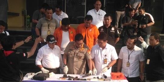 Dua tersangka peluru nyasar di DPR RI. ©2018 Merdeka.com/Ronald