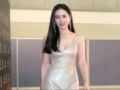 Tampil Sederhana, Ini Gaya Rambut dan Makeup Son Ye Jin di Baeksang Arts Awards 2020
