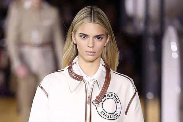 Contek Makeup No Makeup ala Kendall Jenner di Runway Burberry