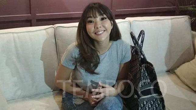 Gisella Anastasia saat melakukan konfrensi pers soal fitnah terhadap dirinya di Senayan City, Jakarta. TEMPO/Chitra Paramaesti