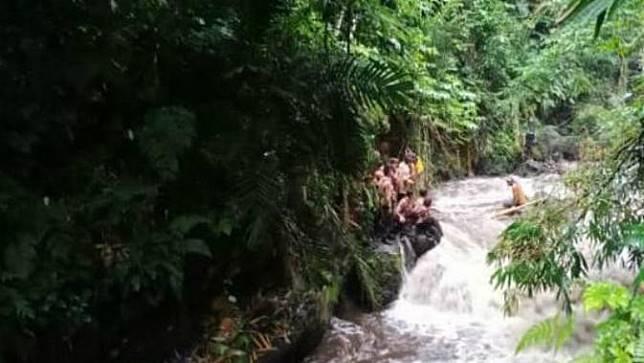 Peserta Susur Sungai Pramuka SMPN 1 Turi Diterjang Banjir Sungai Sempor Sleman
