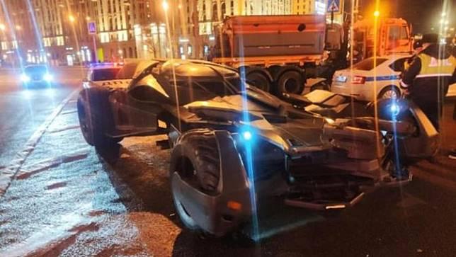 Polisi Rusia Tilang Batmobile Karena Tidak Pakai Pelat Nomor (Carscoops)