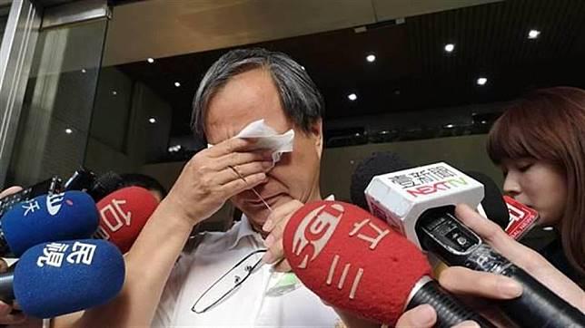 國民黨台北市長候選人丁守中質疑小野、吳念真「綠營影視門神」,小野剛剛出面受訪,情緒數度激動痛哭。(張潼攝)