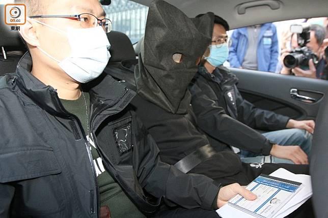 警方將被捕男生帶署。(梁裔楠攝)