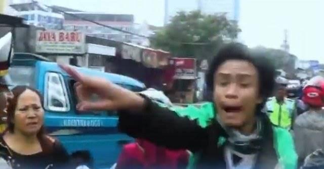 Tak Terima Ditilang, Pengemudi Ojol Ini Minta Bantuan Ibunya Buat Ngamuk ke Polisi