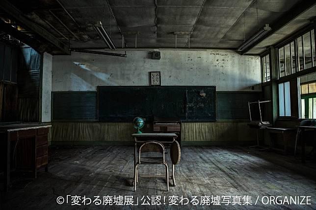 被荒癈的學校班房,彷彿收藏了很多昔日的回憶。(互聯網)