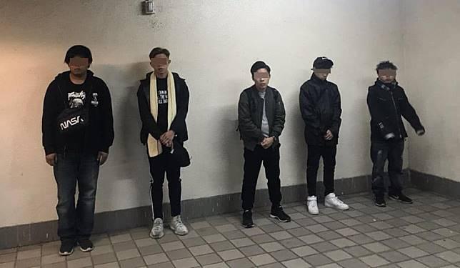 多名青年被捕。網圖