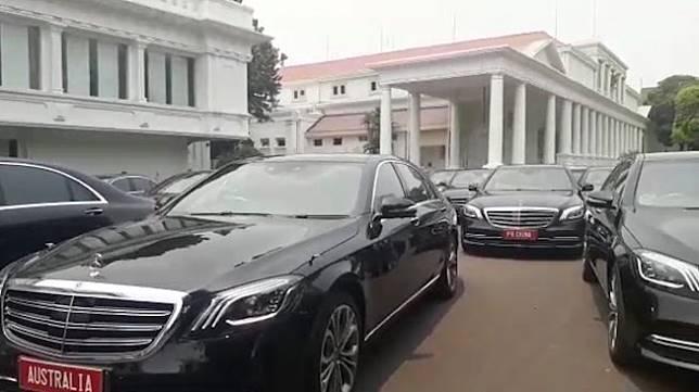Mobil Mercedes Benz yang akan digunakan tamu negara saat pelantikan Presiden-Wapres (Suara.com/Umay)