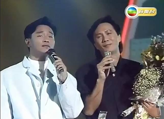 哥哥同Sam齊齊唱《沉默是金》,小編今天仍在聽。