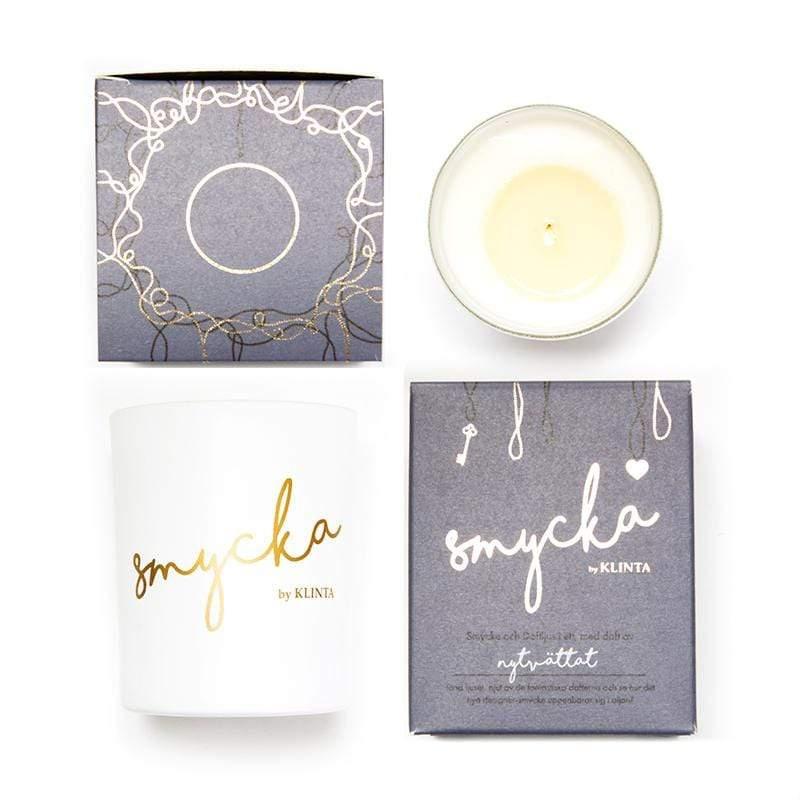 點上香氛蠟燭,用溫熱的按摩油幫自己按摩,是最暖心的享受! 清新棉,一個很難想像的味道,試聞過的每個人,卻不約而同愛上香噴噴又充滿清新大地與太陽的味道。 一種清新,純正的香味,新清乾爽的味道,為家裡帶來
