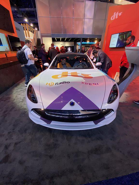 拉斯維加斯會展中心北館 5624 號攤位展出一台 Karma Revero GT 豪華電動車,展示 Xperi 的車用影像與資通訊娛樂技術,此概念車的 DMS 系統採用瑞聲科技(AAC Technologies)的攝影機系統。
