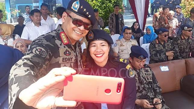 Ket foto: Kegiatan Menteri Perikanan dan Kelautan Edhy Prabowo di Kota Batam, Rabu, 13 November 2019. Edhy meminta petugas PSDKP Batam membantu nelayan. (YOGI EKA SAHPUTRA | TEMPO)