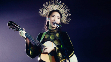王若琳化身星空女神 身披華麗斗篷致敬翁倩玉