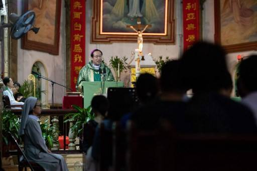 Bishop Joseph Li Shan leads a mass at the South Cathedral in Beijing on Sept. 22, 2018.The foreign ministers of China and the Vatican have met in the first such high-level encounter between the sides, which do not have diplomatic ties, Beijing's state media said Saturday.