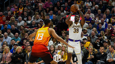 Los Angeles Lakers球星 Dwight Howard 投進今季NBA首球3分球!