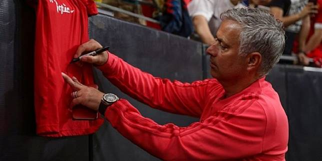 Mourinho Masih Sering Kontak Wonderkid MU Setelah Laga