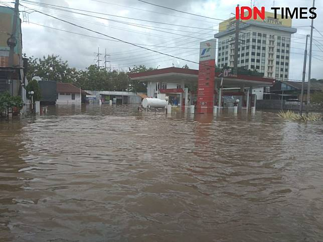 Ilustrasi Banjir daerah Jakarta Barat (IDN Times/Lia Hutasoit)