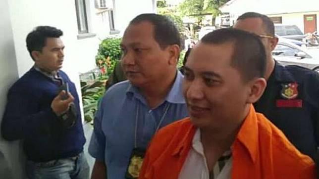 Andhika Surachman diserahkan ke Kejaksaan Negeri Kota Depok.