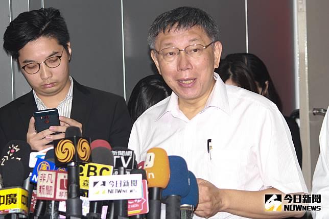 台北市長柯文哲針對鴻海集團創辦人郭台銘不投入總統連署一事,也出面發表聲明。