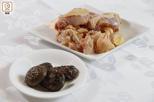 煲仔飯主要以肉類和臘味類做主角。(郭凱敏攝)
