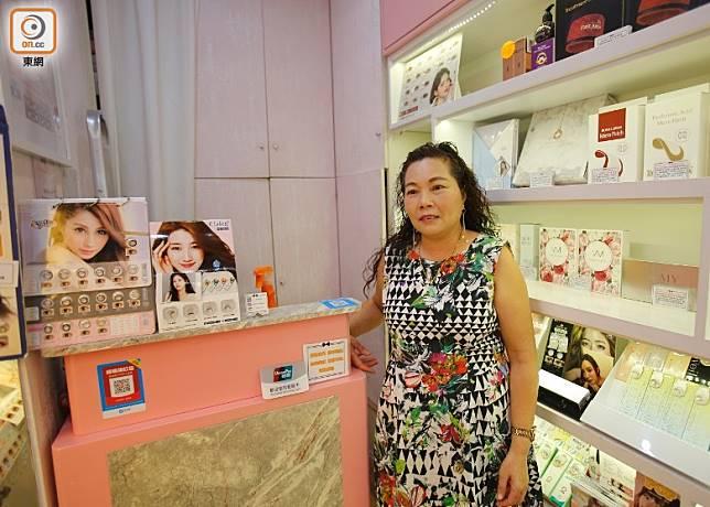 李小姐經營藥妝店逾8年,直言近期生意大跌,每日僅得數百元收入。