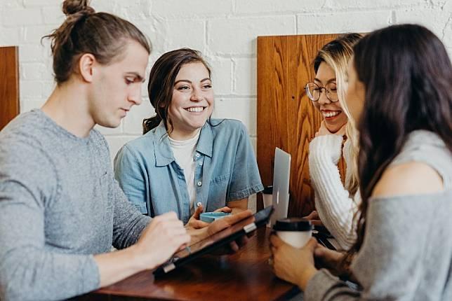 Perhatikan 4 Gerak Tubuh Ini untuk Tahu Isi Pikiran lawan Bicaramu