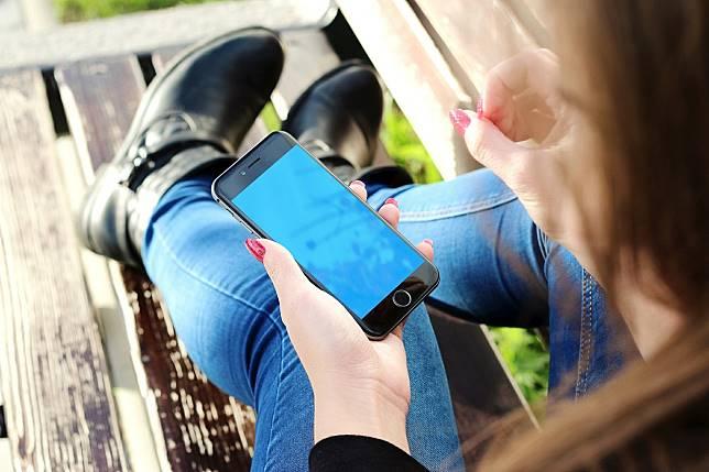 ▲現在新的 iPhone 手機越賣越貴,越來越多人會考慮「賣出二手」來補貼自己因為買新手機而萎縮的錢包,但若是「手機的健康程度」非常不佳,那可能會影響賣出的價格。(示意圖/翻攝自 pixabay )