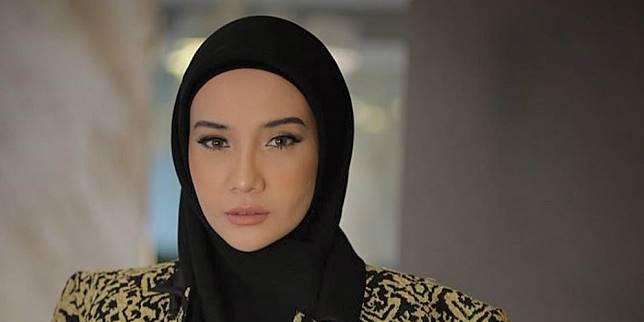 Zaskia Sungkar Tulis Curhat 'Menangis', Netizen Malah…