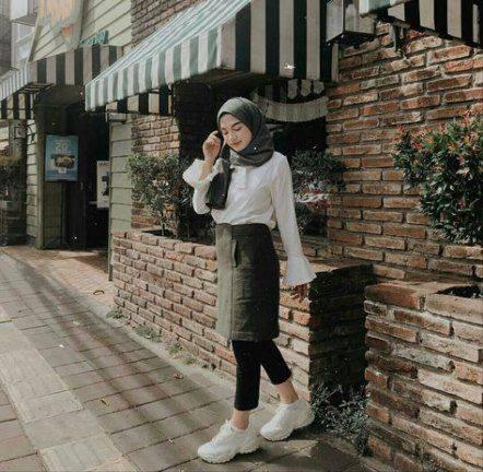 7 Ootd Rok Pendek Kasual Untuk Hijab Outfit Agar Tetap Sopan Womantalk Com Line Today