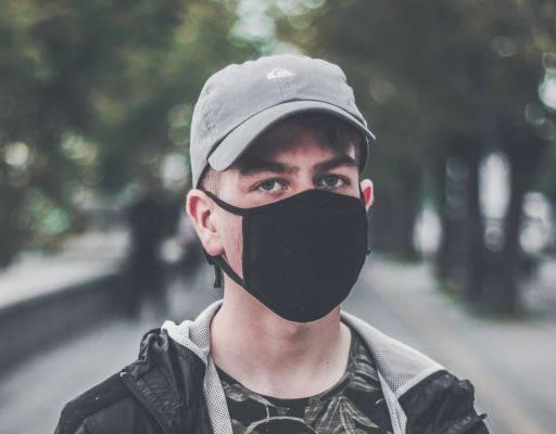 Meski banyak yang sudah sadar memakai masker, banyak pula orang yang tetap menolak meski tahu bahaya covid-19.
