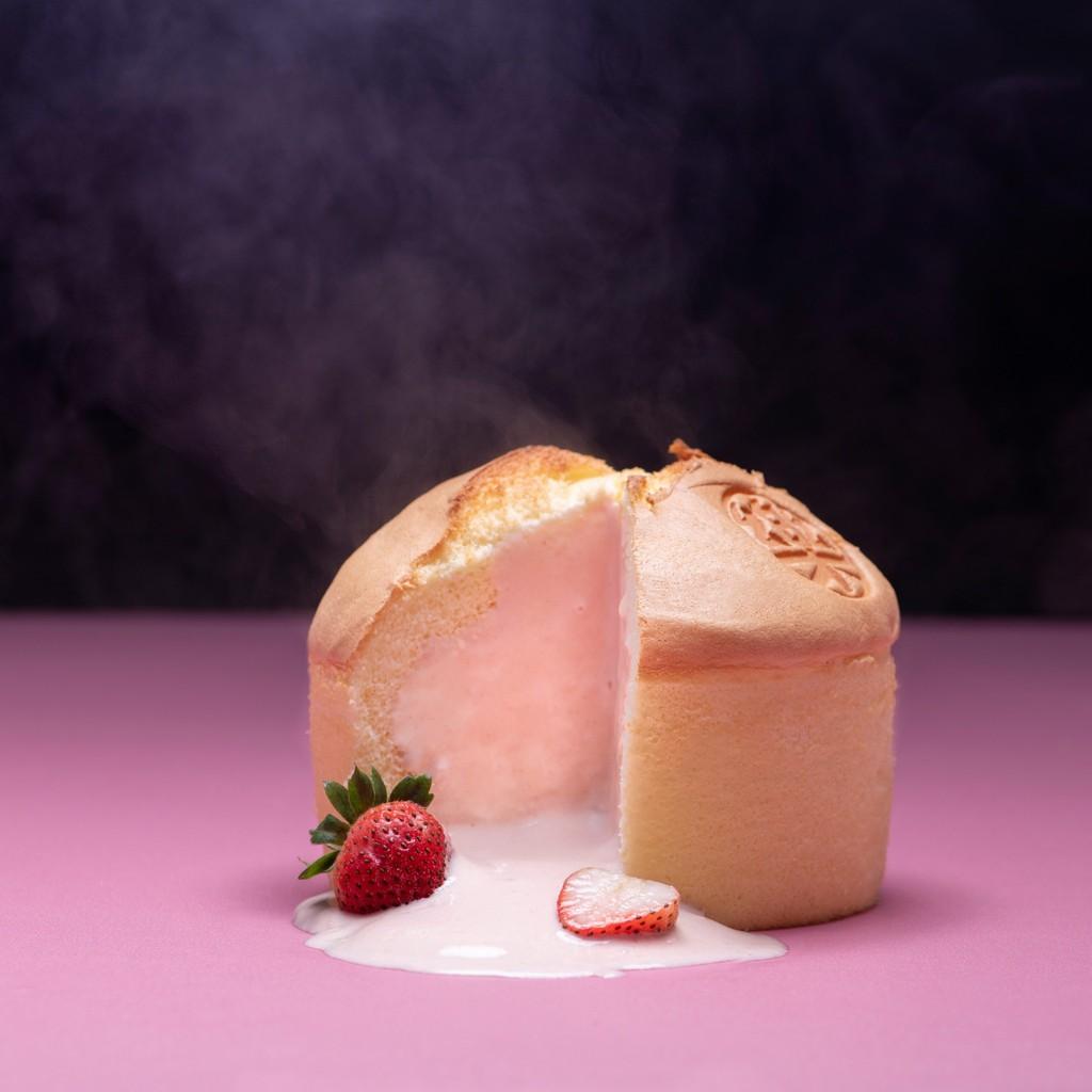 【草莓強勢回歸】 草莓與蜂蜜碰撞的香濃氣味無懈可擊的風味讓你找回初戀的滋味你一定要試試的人氣蛋糕!!!品牌: 樂樂甜點規格:約15x12cm重量:320公克保存期限: 冷凍10天,解凍後請於2天內食用