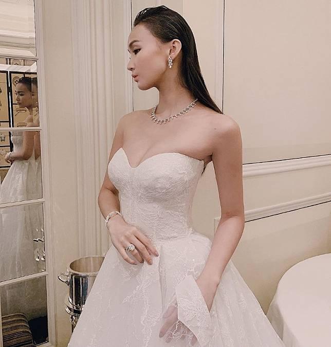 經常接婚紗job,披過無數次嫁衣!