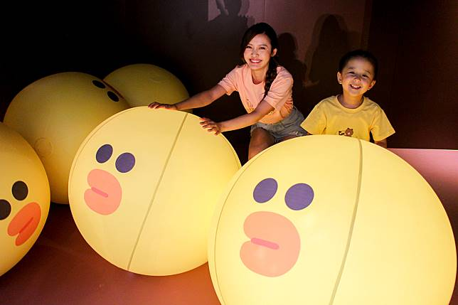 現場有9個Sally波波,要令全部同時發光都幾有難度,帶小朋友來玩可以順便放電。