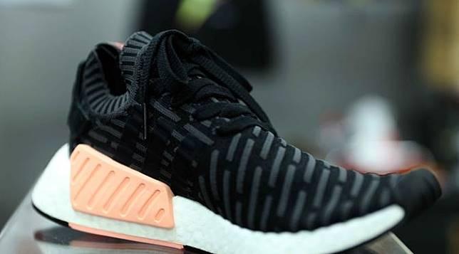 Ini dia 10 jenis sneakers yang nyaman untuk dipakai jalan.  (Yunan/Bintang.com)