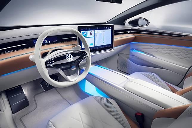 車廂採用全數碼化介面,並配備對應多媒體資訊及娛樂系統的15.6 吋觸控屏幕及AR擴充實景HUD顯示。(互聯網)