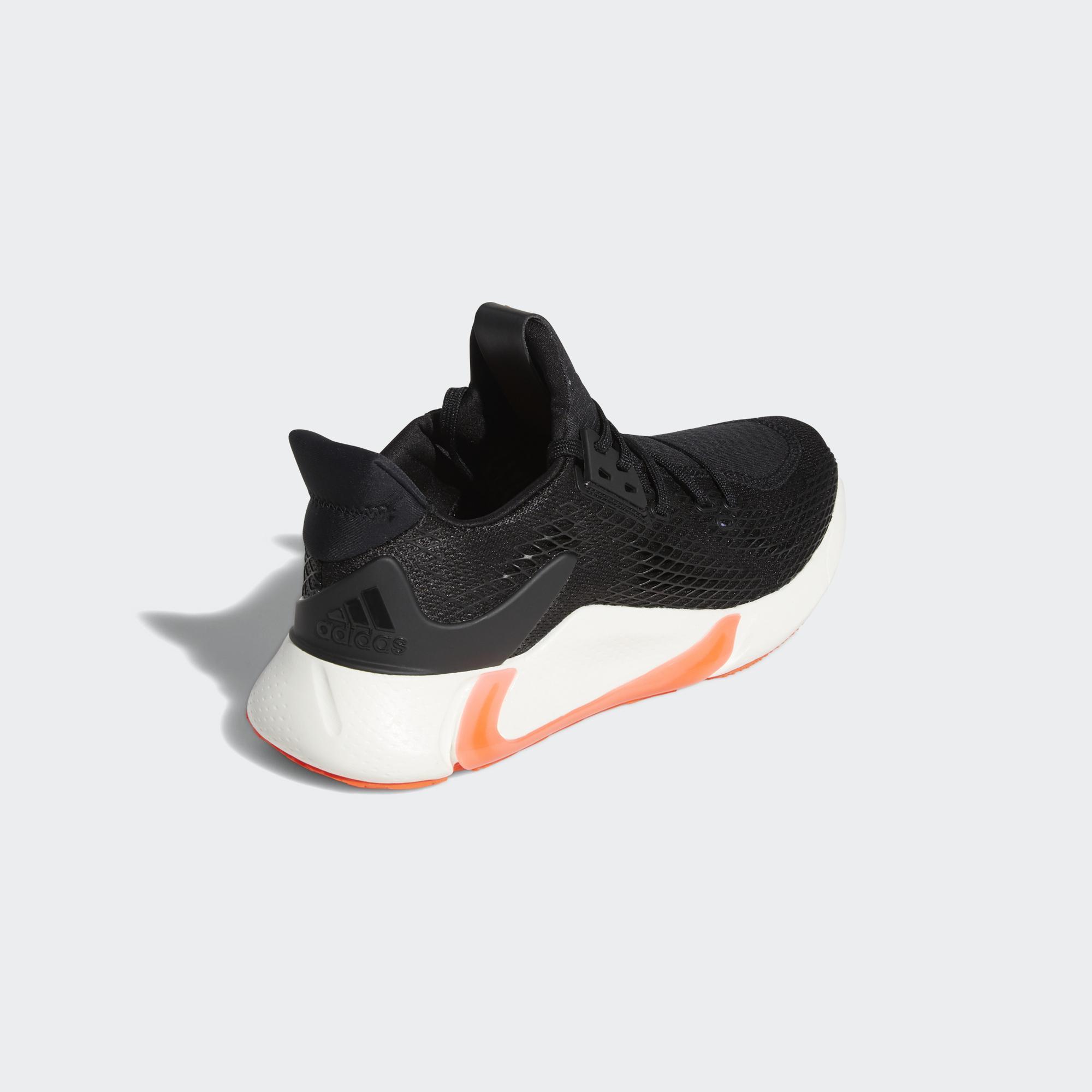可多向移動的支撐型跑鞋