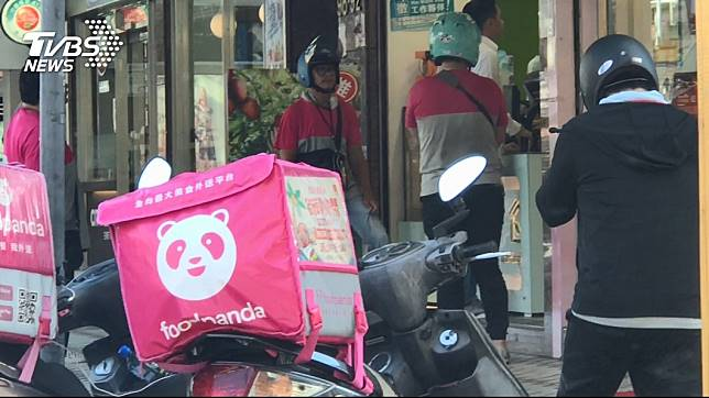 美食外送員竟遇上警方攻堅。圖/TVBS