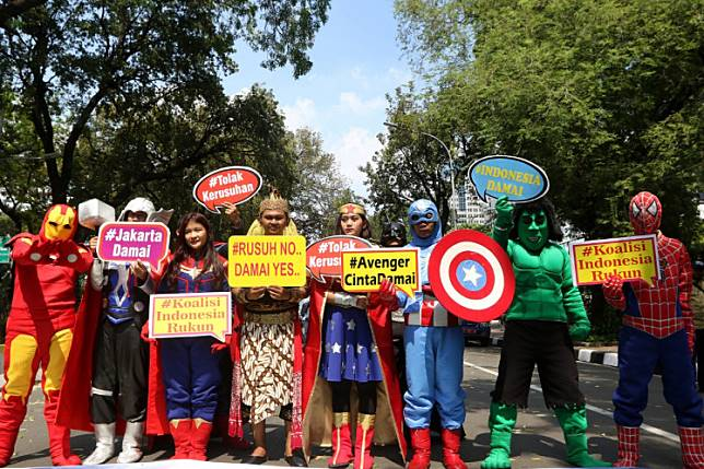 Little Avengers: Activists wearing costumes of Avengers superheroes and Gatotkaca, a character from Javanese folklore, pose for a photo with posters calling for peace near the Constitutional Court on Jl. Medan Merdeka Barat in Central Jakarta on Tuesday to demonstrate against riots. The rally participants, who are members of Koalisi Indonesia Rukun (Harmonious Indonesia Coalition), made the decision to gather after the May 21-22 postelection riots.