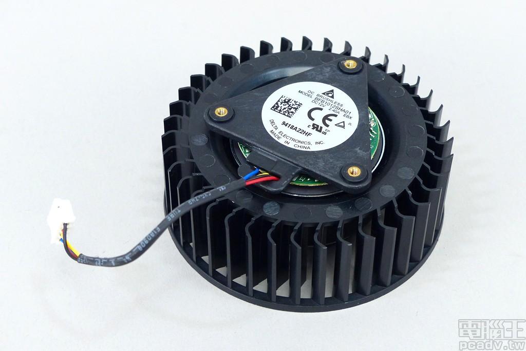 風扇選擇 Delta Electronics 台達電子 BFB1012SHA01 直徑 80mm 鼓風扇。