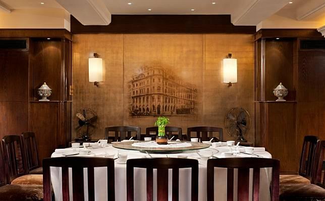 客人先在中菜廳的「廚師之桌」品嘗3道美饌。(互聯網)