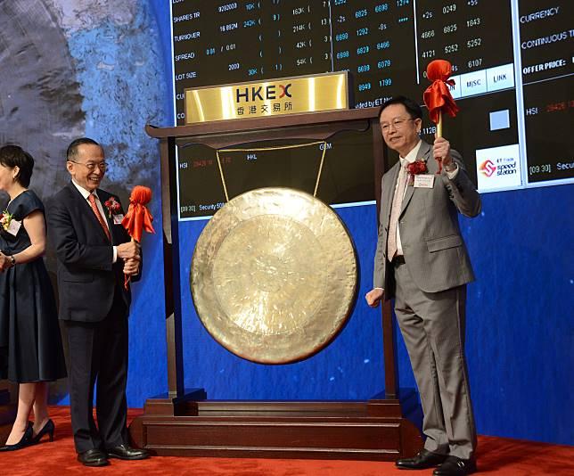 安樂工程上市儀式:主席潘樂陶(左),行政總裁鄭小藝(右)。資料圖片