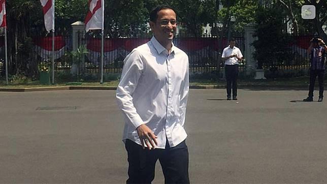 Nadiem Makarim hadir di Istana Negara kenakan kemeja putih. (Liputan6.com/ Lizsa Egehem)