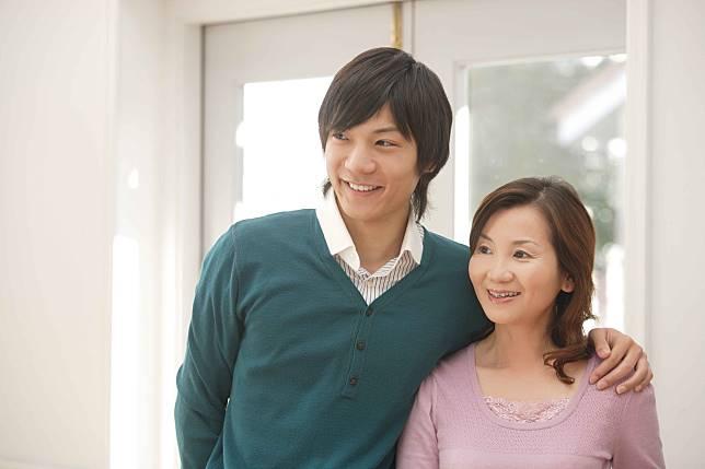 """สังเกตพฤติกรรมการ """"ติดแม่"""" ของแฟนหนุ่มในแบบญี่ปุ่น"""