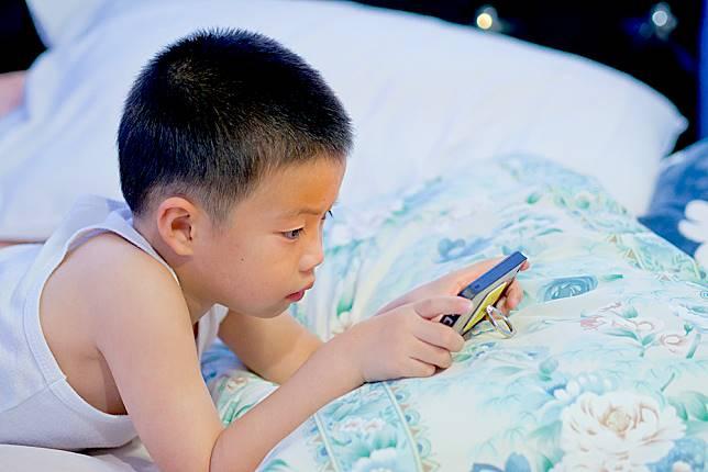 別用手機打發小孩!5大傷害後悔莫及