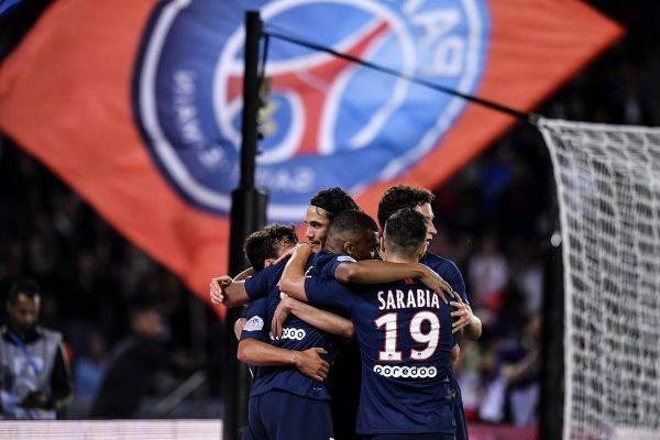Para pemain Paris Saint-Germain merayakan kemenangan mereka atas Nimes di laga pembuka Ligue 1.