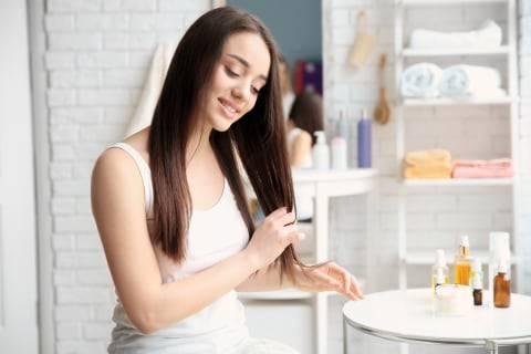 Cara Merawat Rambut Berketombe dengan 5 Bahan Alami