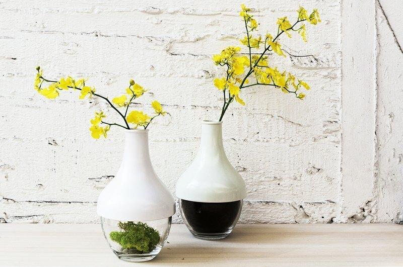 將花瓶作爲容器的蓋子,使得花瓶更能常用於日常生活。