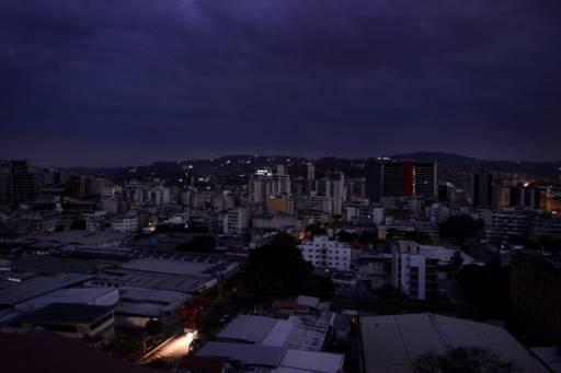 Matias DELACROIX / AFP ไฟฟ้าดับแทบทุกหัวเมืองของเวเนซูเอล่าอีกครั้ง รวมทั้งในกรุงคาราคัส