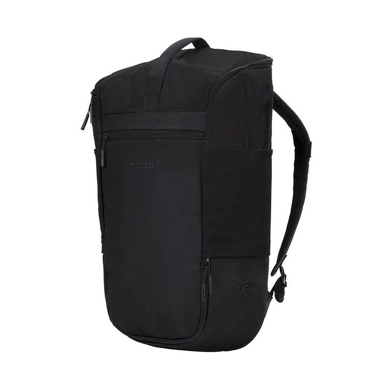 Incase Sport Field Bag Lite是一款特別為運動愛好者設計的精簡型運動背包,採用840D以及400D防潑水尼龍材質,輕盈耐用且耐髒好整理。