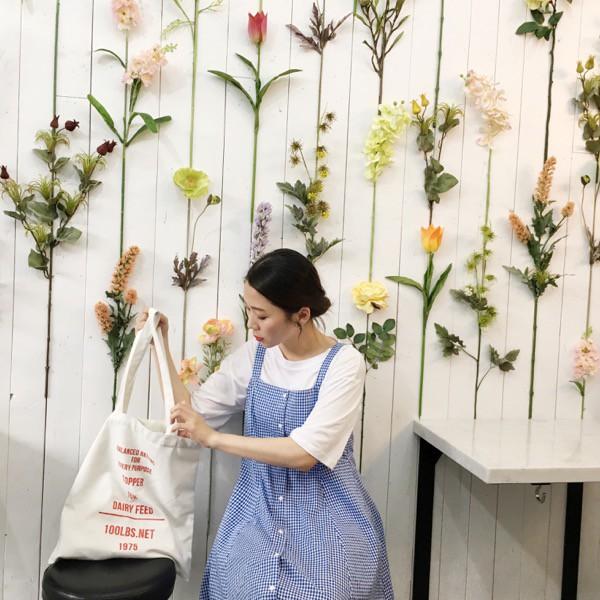 外搭格子裙 簡單搭配素面的襯衫或T恤就很好看摟 ---------------------------------------------------------- 購物須知: 1.賣場圖片之顏色因各